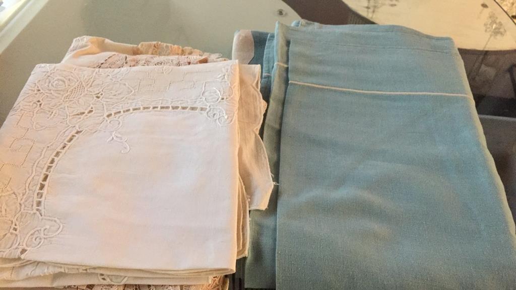 Group Lot Vintage Table Cloths & Napkins - 10