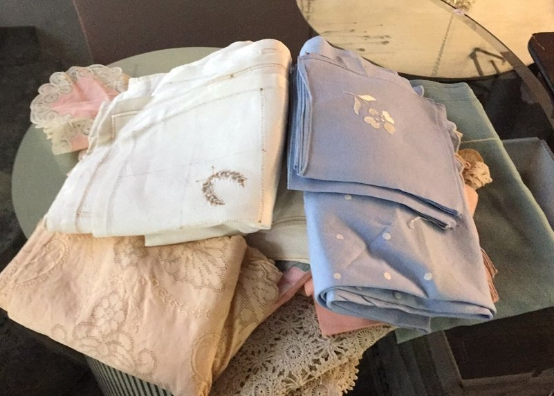 Group Lot Vintage Table Cloths & Napkins