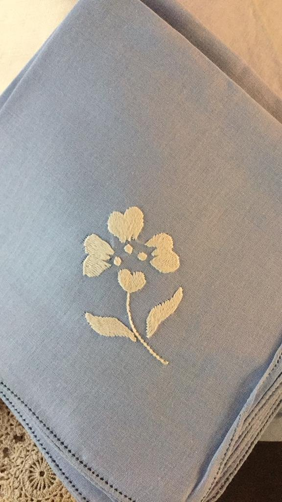 Group Lot Vintage Table Cloths & Napkins - 4