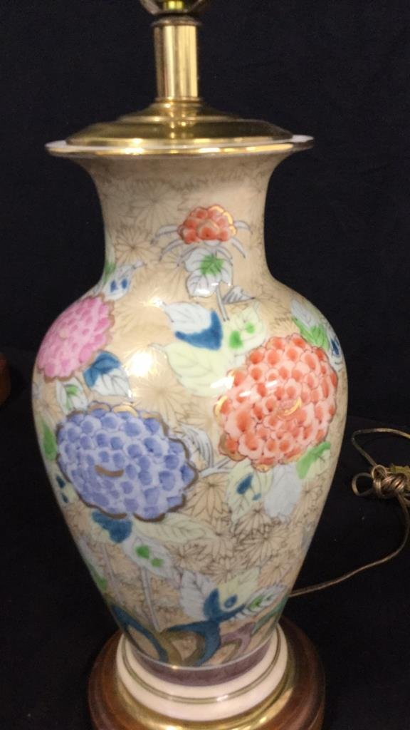 Hand Painted Asian Vase Table Lamp - 3