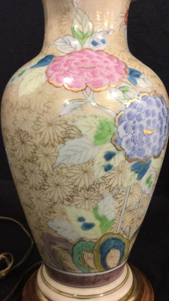 Hand Painted Asian Vase Table Lamp - 8