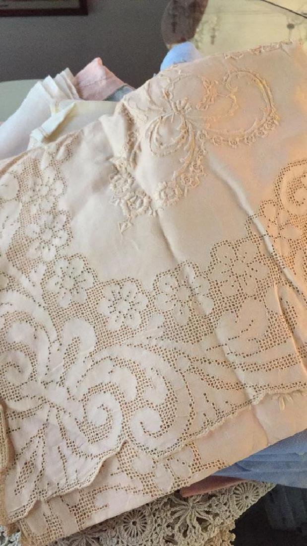 Group Lot Vintage Table Cloths & Napkins - 3