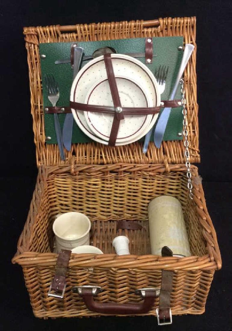 Vintage English Picnic Basket With Settings Vintage