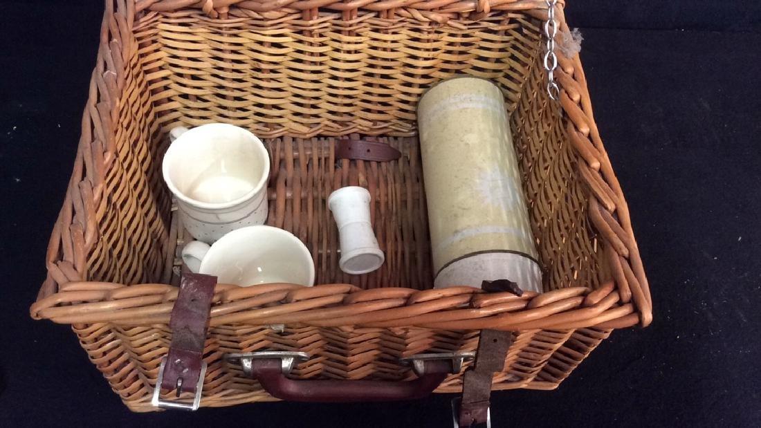 Vintage English Picnic Basket With Settings Vintage - 3