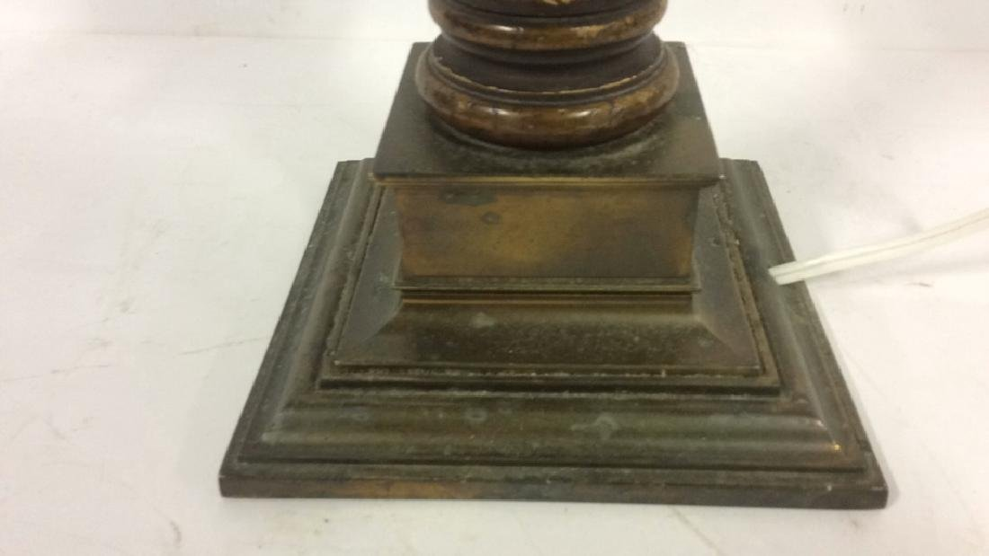 Vintage Brass and Wooden Table Lamp Vintage lamp has - 2