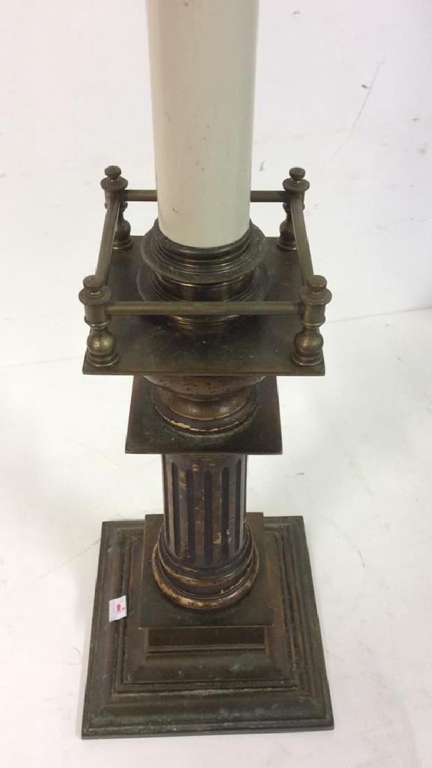 Vintage Brass and Wooden Table Lamp Vintage lamp has - 7