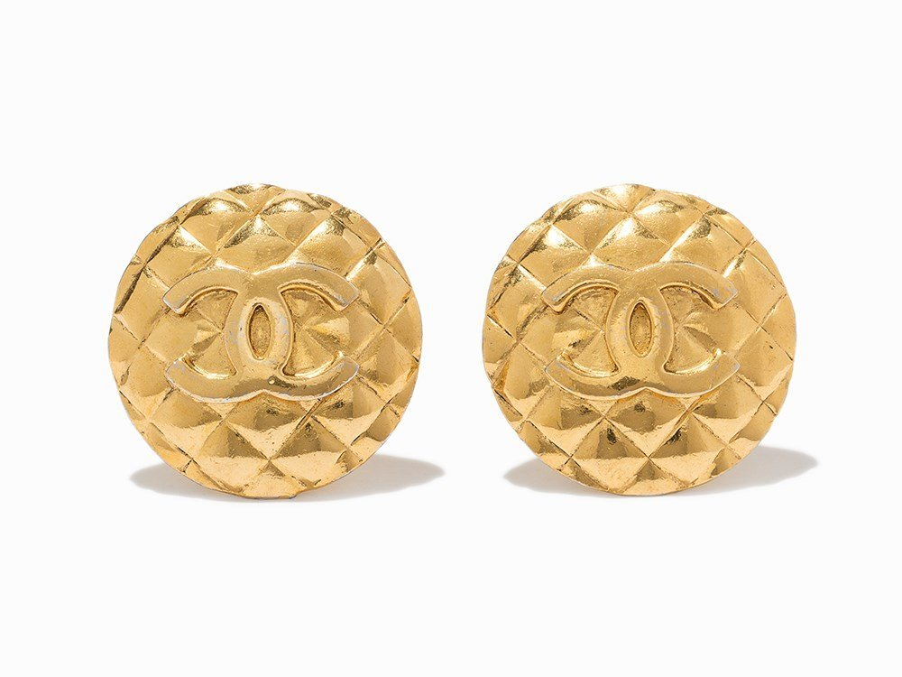 Chanel, Quilted Gold CC Logo Jumbo Clip Earrings,