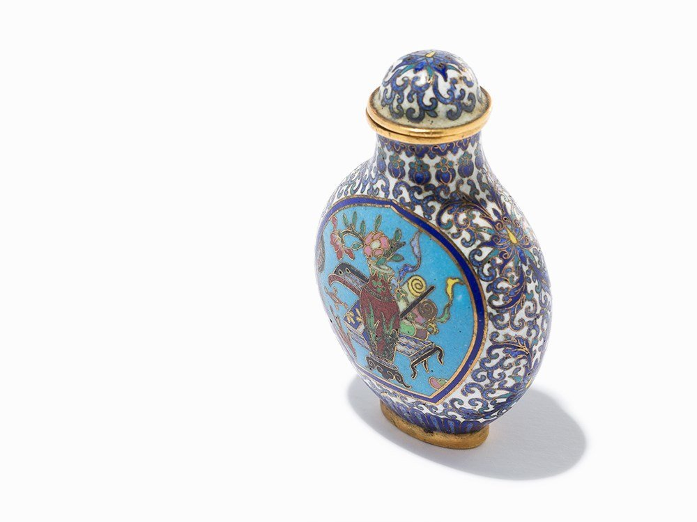 Cloisonné '100 Antiquities' Snuff Bottle, Qing Dynasty