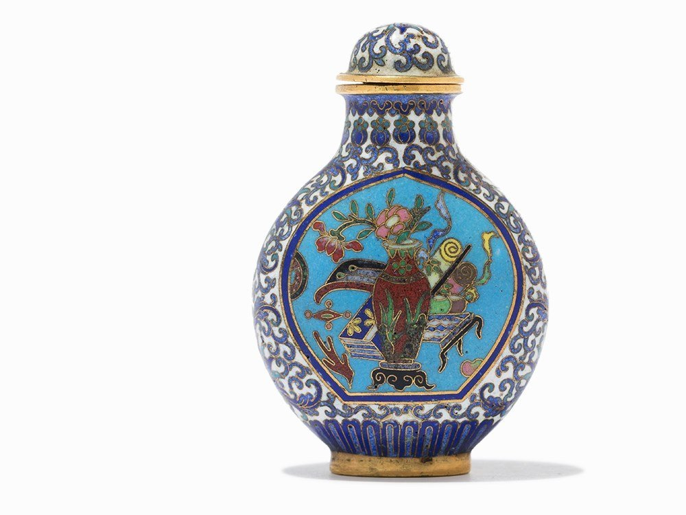 Cloisonné '100 Antiquities' Snuff Bottle, Qing Dynasty - 2