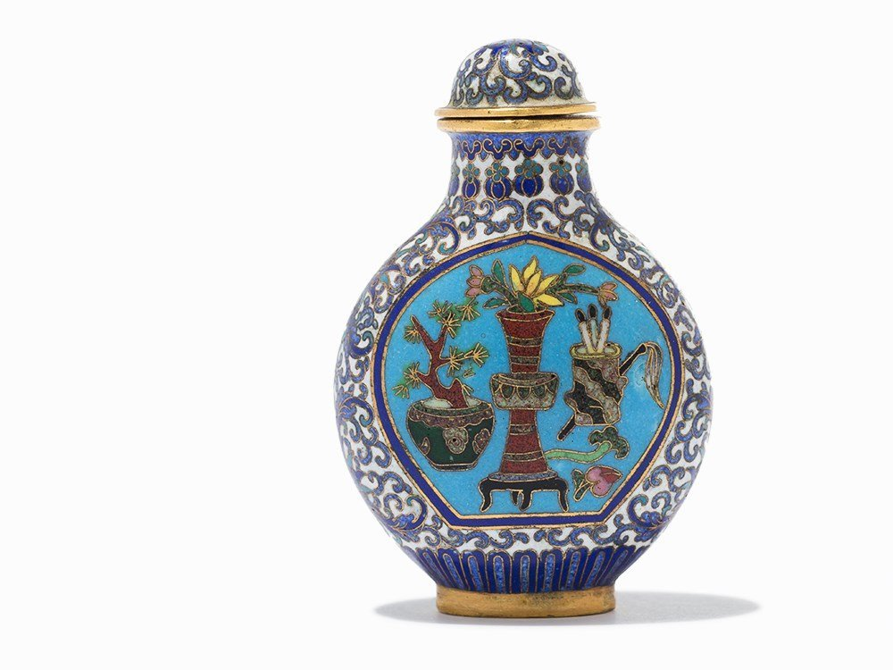 Cloisonné '100 Antiquities' Snuff Bottle, Qing Dynasty - 4