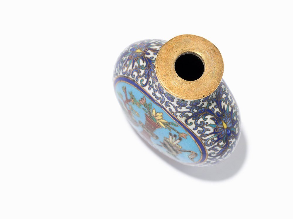 Cloisonné '100 Antiquities' Snuff Bottle, Qing Dynasty - 6