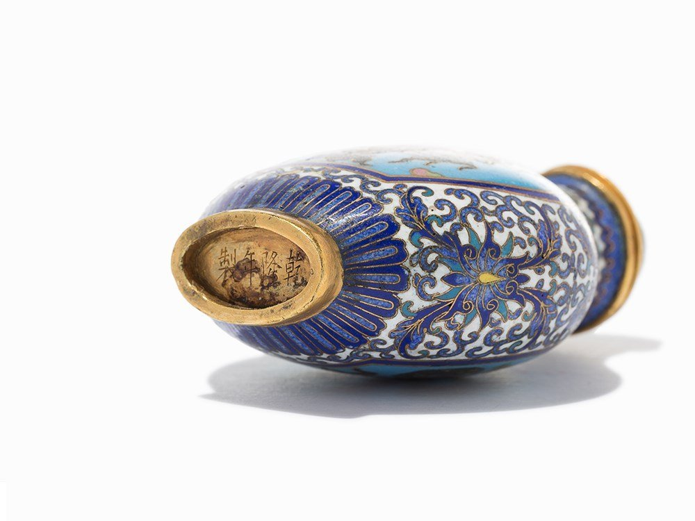 Cloisonné '100 Antiquities' Snuff Bottle, Qing Dynasty - 7