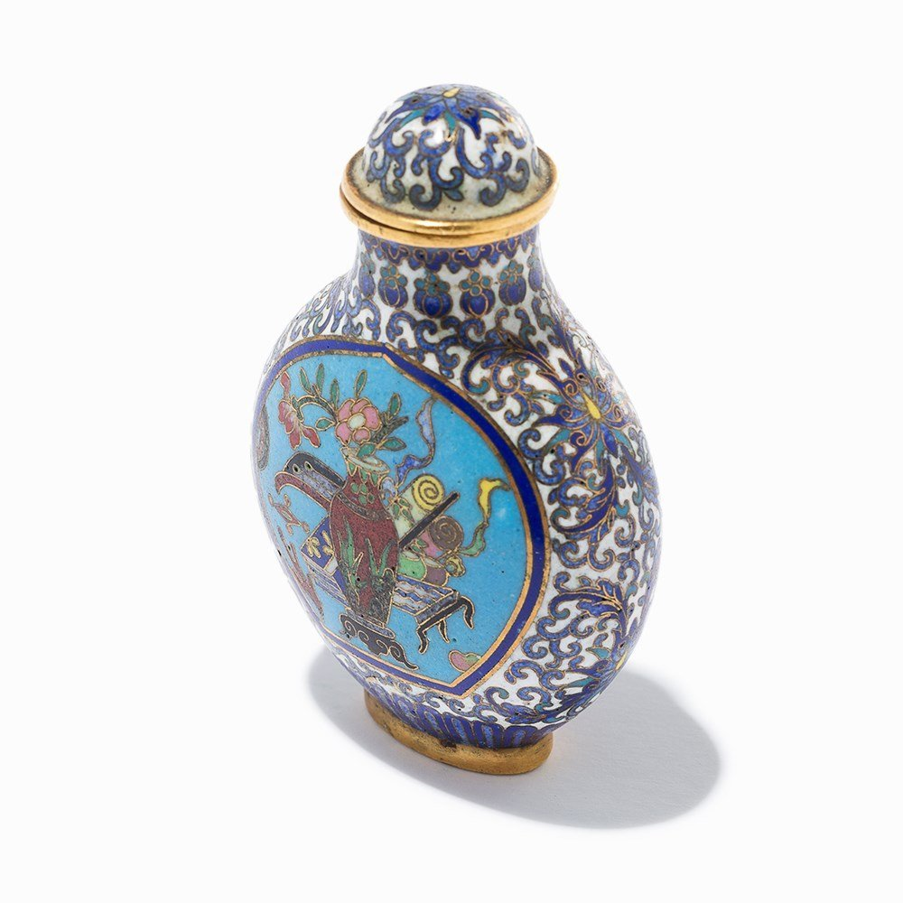 Cloisonné '100 Antiquities' Snuff Bottle, Qing Dynasty - 9