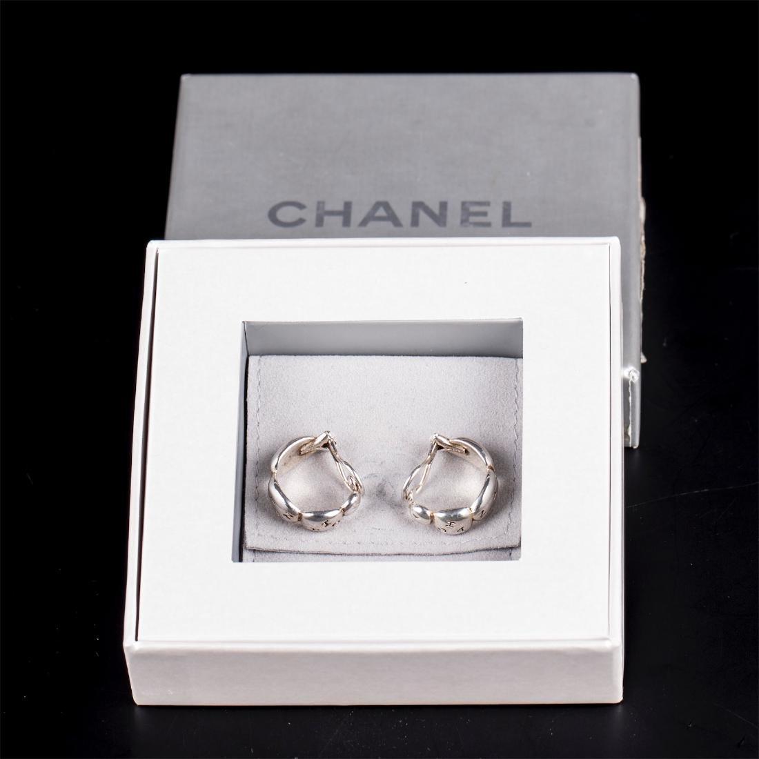 New Chanel silver earclips