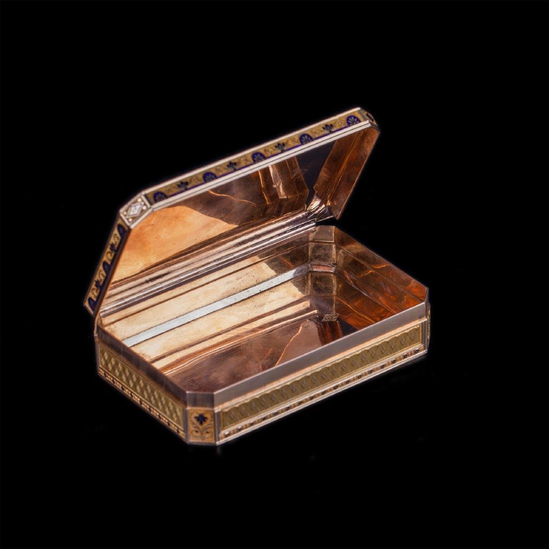 18th century Swiss gold snuff box with harp - 4