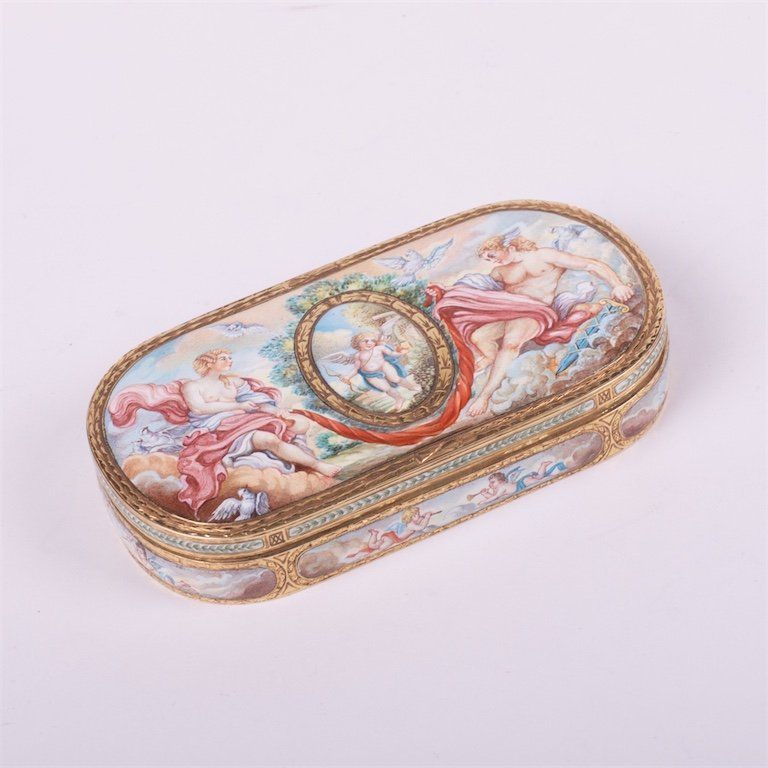Decorative jewelry box.