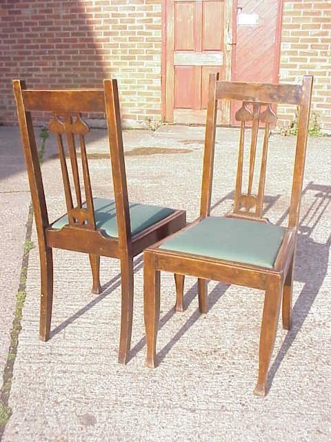 4028: Good quality Arts & Crafts oak chairs