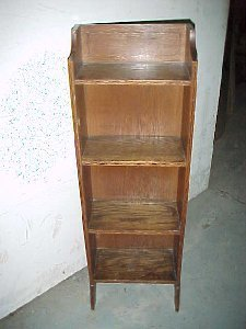 4031: Small Inlaid Arts & Crafts oak bookcase