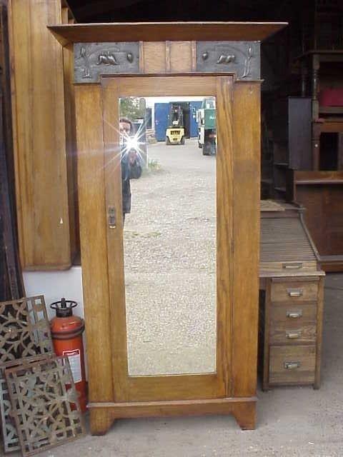 4032: Glasgow style Arts & Crafts oak single wardrobe.