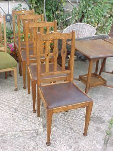 4040: Set of 4 Arts & Crafts Oak dining chairs. Circa 1