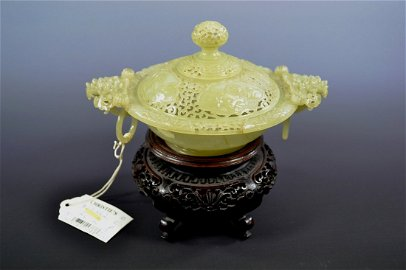 A FINE 18TH CENTURY WHITE JADE BOWL AND COVER