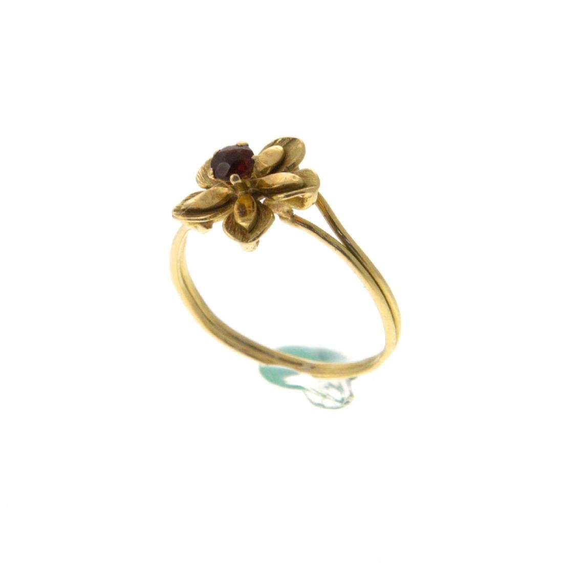 18k Yellow Gold Flower Ring. - 2