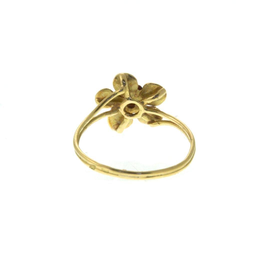 18k Yellow Gold Flower Ring. - 6