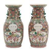 COPPIA VASI in porcellana decorata (sbeccature). Cina