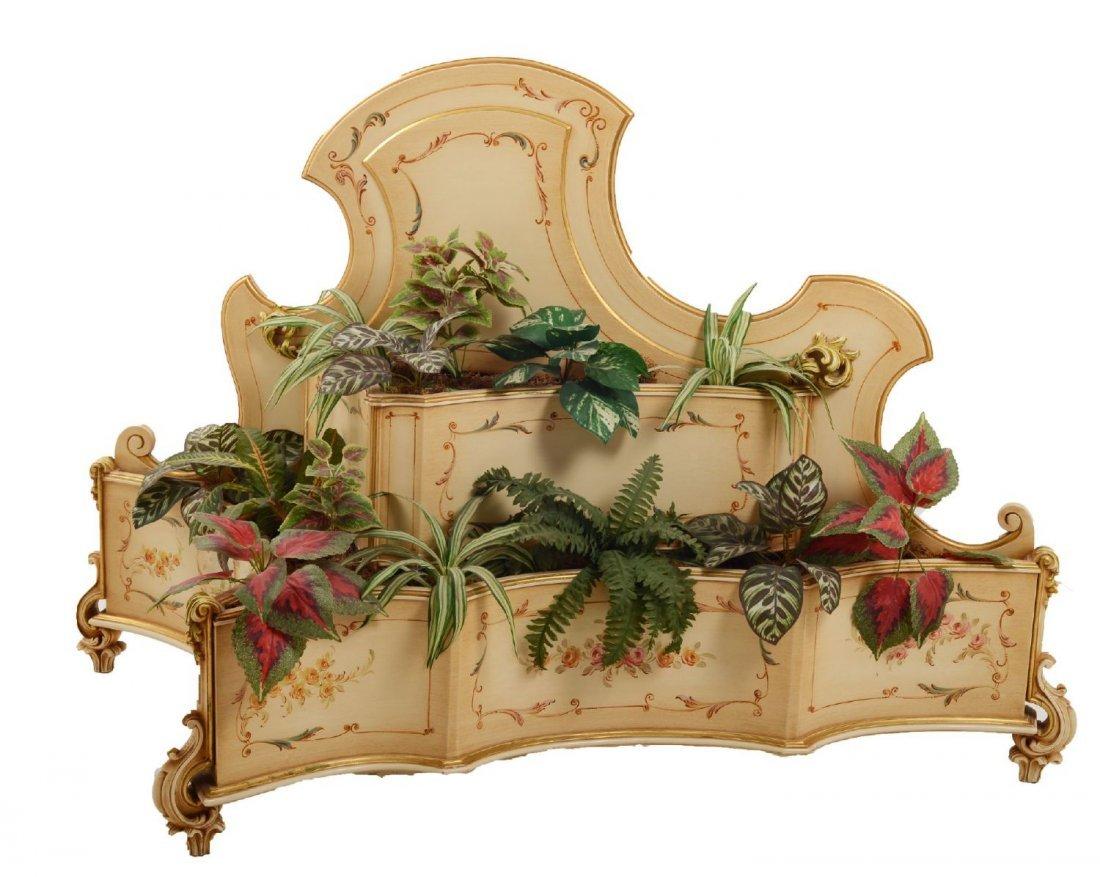 COPPIA FIORIERE in legno laccato e decorato.  Italia XX