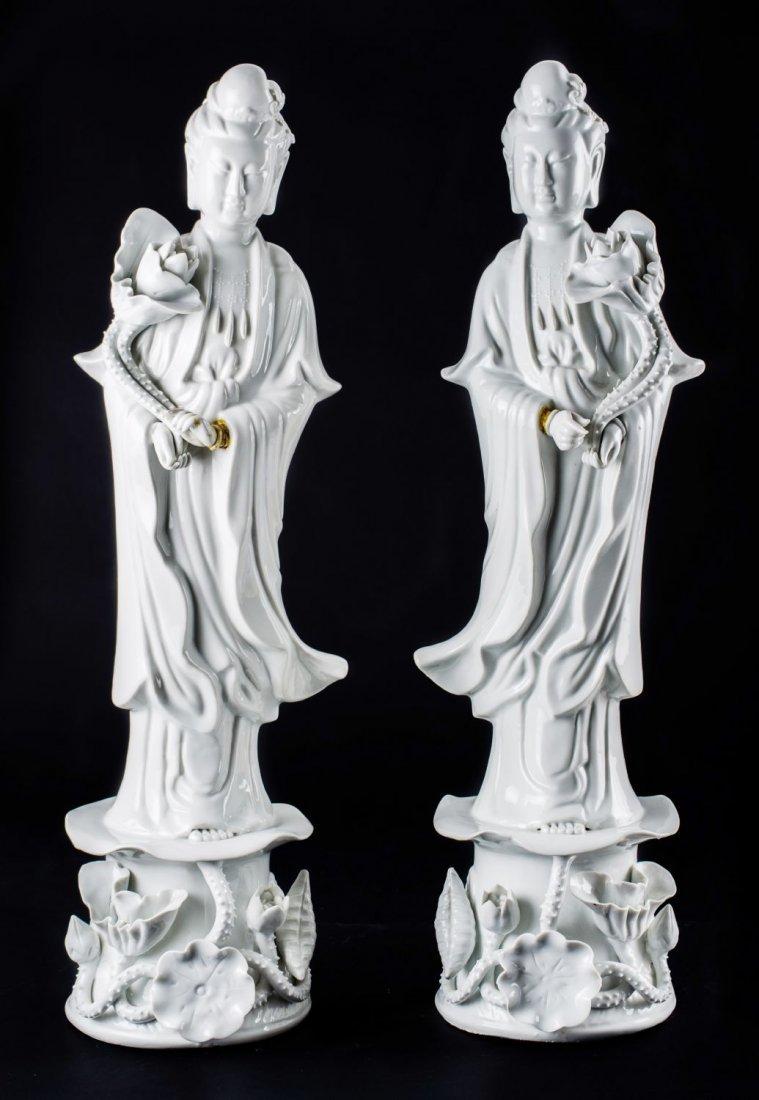 COPPIA SCULTURE in porcellana bianca raffiguranti