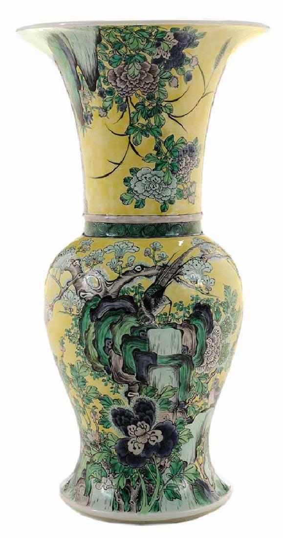 Famille Jaune Yenyen Vase