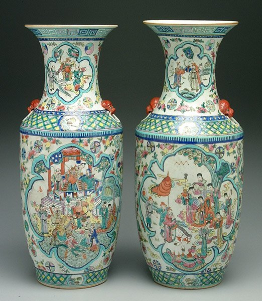 8: Pair Chinese porcelain urns,