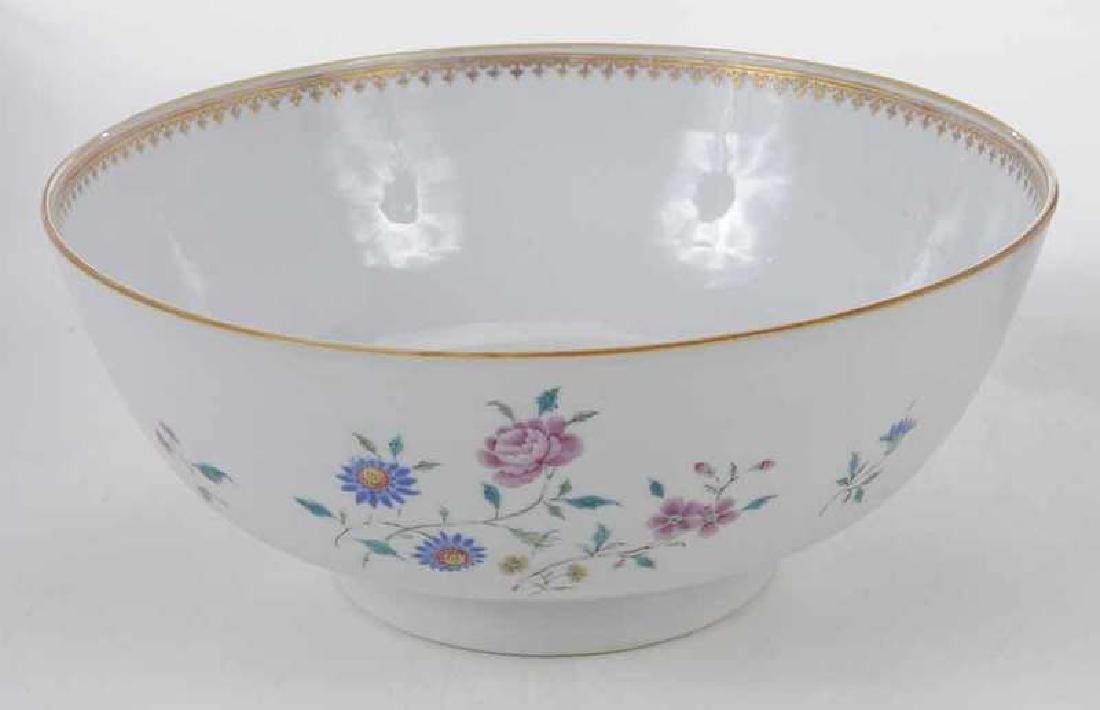 Three Chinese Export Bowls - 7