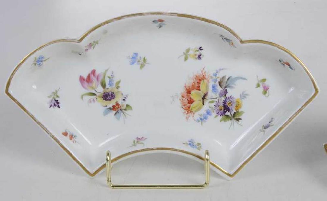 Five Pieces of Porcelain with Floral Decoration - 10