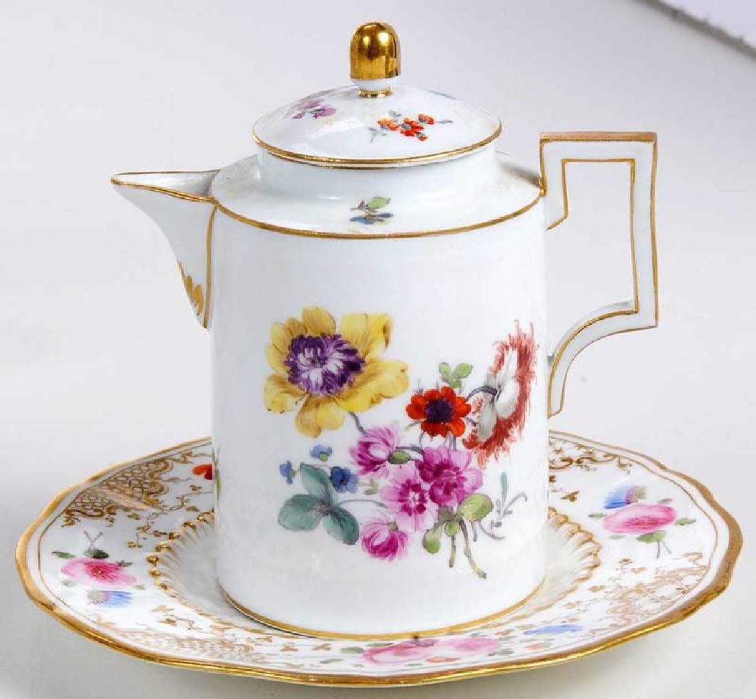 Five Pieces of Porcelain with Floral Decoration - 7