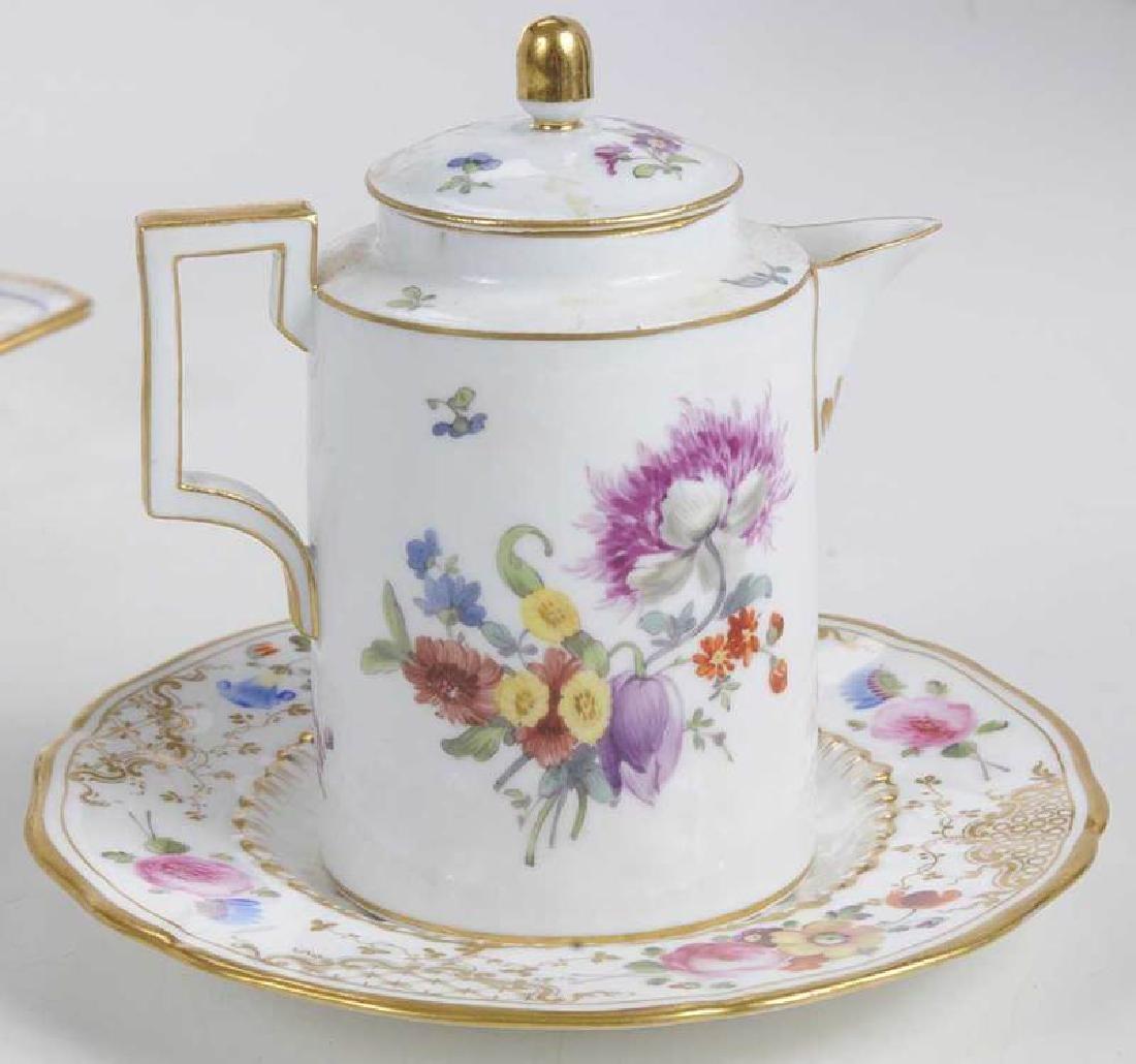 Five Pieces of Porcelain with Floral Decoration - 8