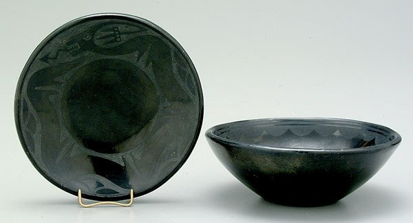 1054: Two pieces San Ildefonso pottery: