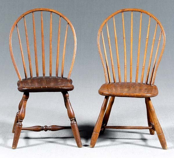19: Two similar Windsor side chairs: