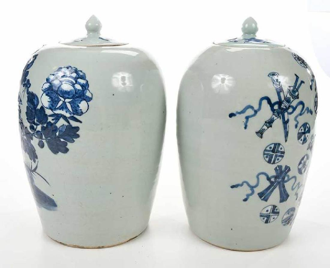 Two Chinese Blue and White Lidded Jars - 5
