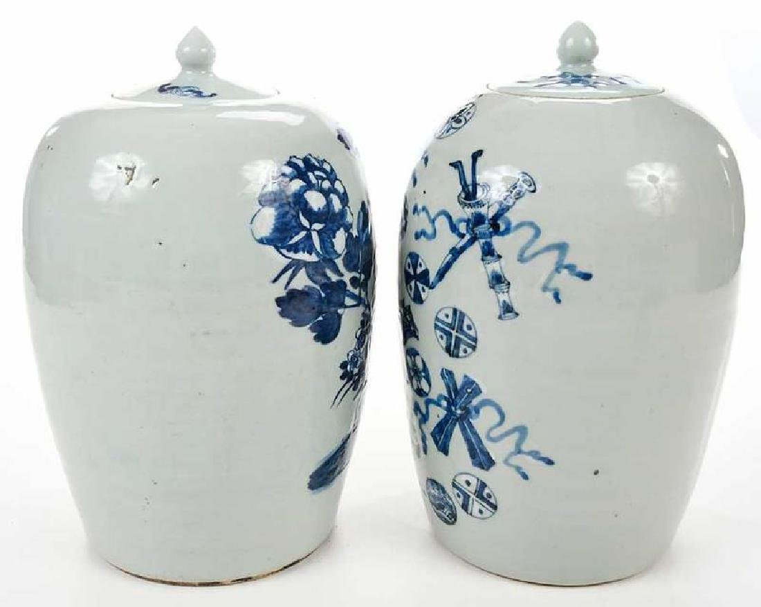 Two Chinese Blue and White Lidded Jars - 7