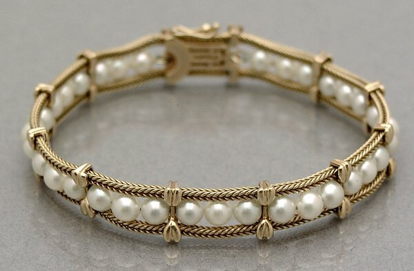 288: Cultured pearl bracelet,