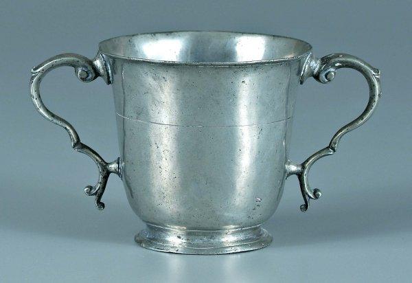 660: 18th century pewter sugar bowl,