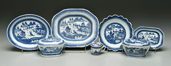 7: Seven pieces Chinese export porcelain: