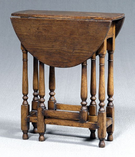 637: William and Mary diminutive table,