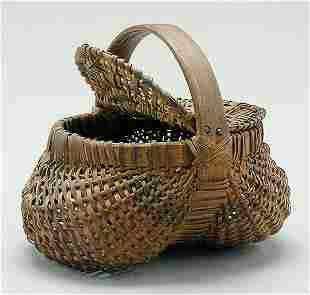 Hinged and lidded Cherokee basket,