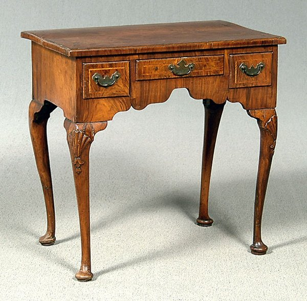 657: English dressing stand,