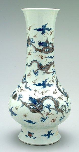 659: Chinese porcelain vase,