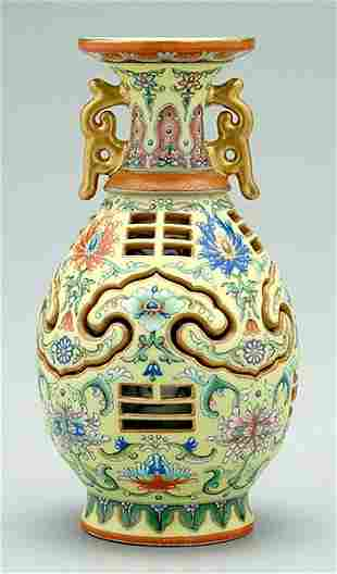 [Famille rose] reticulated vase,