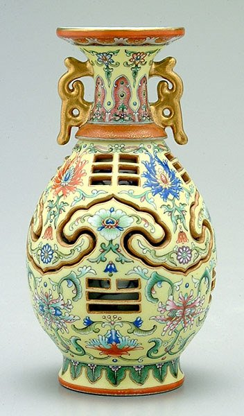 660: [Famille rose] reticulated vase,