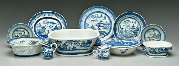 4: Eleven pieces Chinese porcelain: